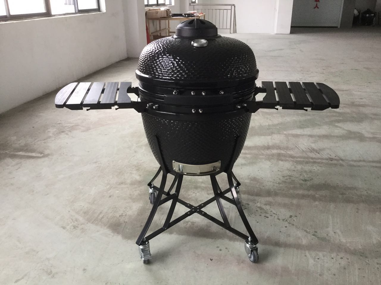 kamado grill with hdpe shelves